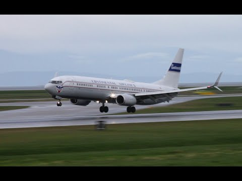 """Continental Airlines (United) 737-900ER """"Retro livery"""" landing at YVR"""