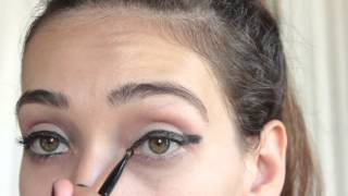 Simple 1960s inspired Double Winged Eyeliner Thumbnail