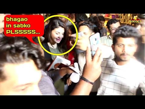 Jacqueline Fernandez BADLY MOBBED By CRAZY FANS For Taking SELFIE With Her At Mumbai Airport