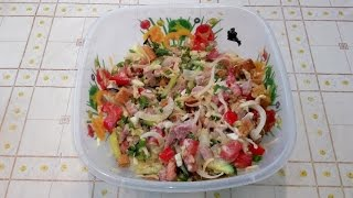 Салат с курицей, помидорами и огурцами