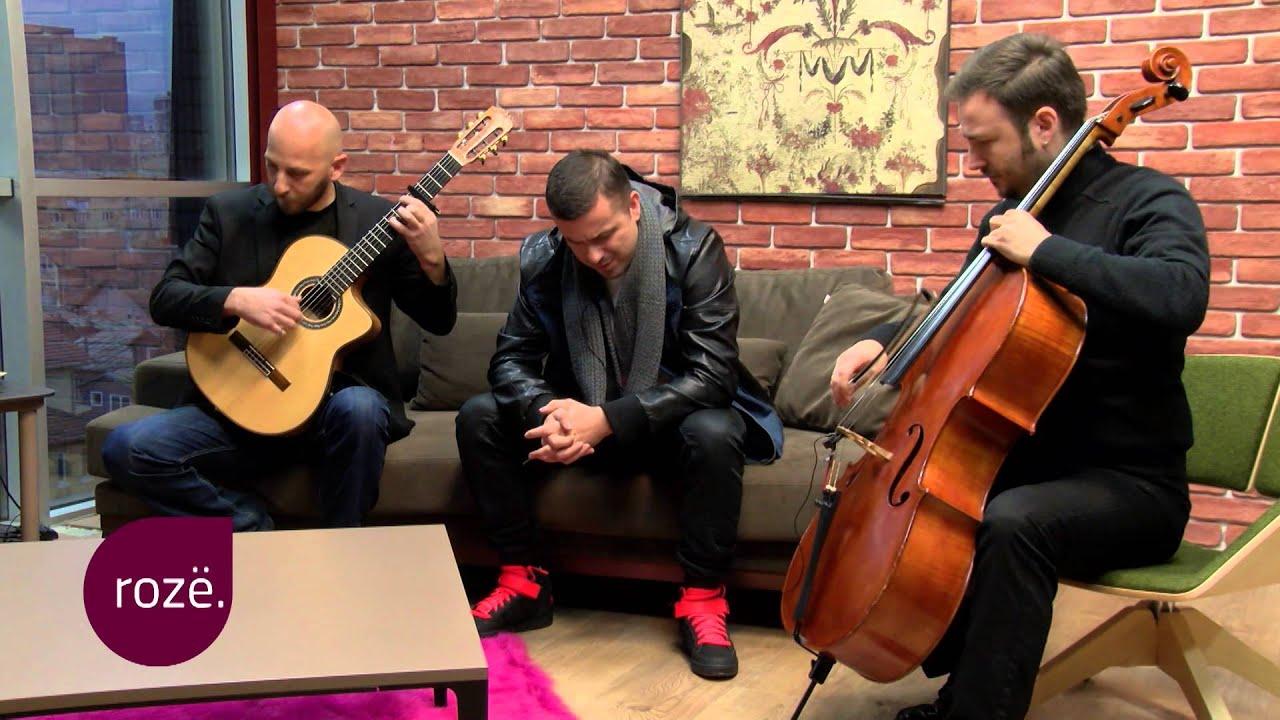 Genci performon unplugged këngën