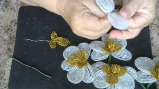 Золотисто - белая  орхидея.   Мастер - класс. Бисероплетение.