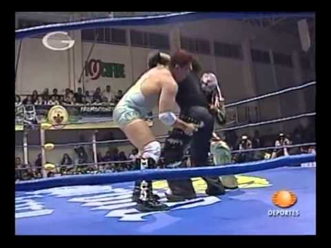Crazy Boy & Joe Lider vs Alan & Decnnis in the AAA World Tag Team tournament