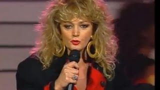 "Bonnie Tyler ""Holding Out For a Hero"""