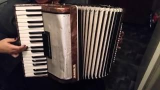 Учусь играть на аккордеоне )))))