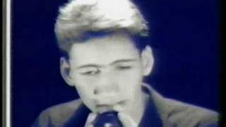 AU-D   -  Tres Notas ( video Original)