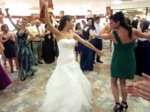 Novia bailando sevillanas en la boda.AVI