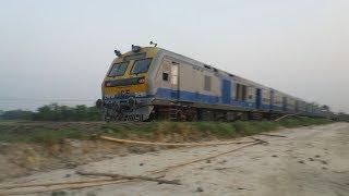 (HD)New DEMU Vs Old DEMU train!!