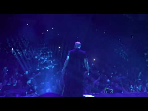 "Disturbed - ""Who Taught You How To Hate"" 1st Time Live"