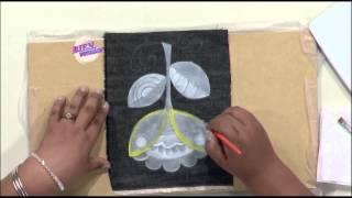 Sonia Nuñez - Bienvenidas en HD - Pinta sobre tela, una flor sobre una pollera de jean.
