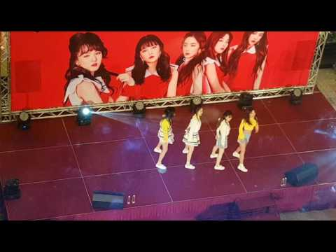 Red Velvet- Russian Roulette 20170422 in KL Times Square