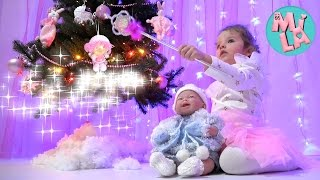 New Year's Eve as PRINCESS Decorate the Christmas tree DOLL BABY for kids