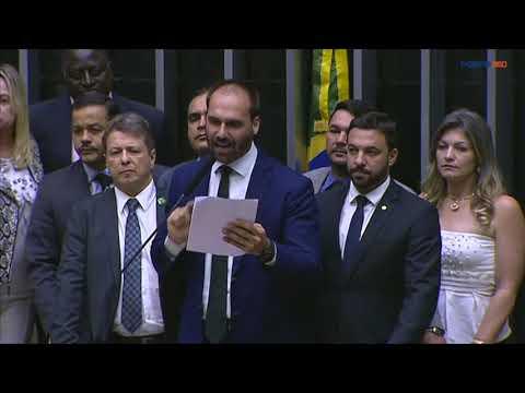 No plenário, Eduardo Bolsonaro diz que Época cometeu 'crime premeditado' contra sua esposa
