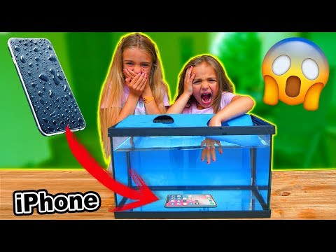 QUE HAY EN EL ACUARIO? WHAT'S IN THE AQUARIUM CHALLENGE!! IPHONE X UNDERWATER Las Ratitas
