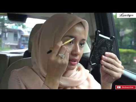 Assalamualaikum Di video kali ini akau mau ngeshare ke kalian tutorial hijab yang mudah banget untuk ditiru yang bisa banget....