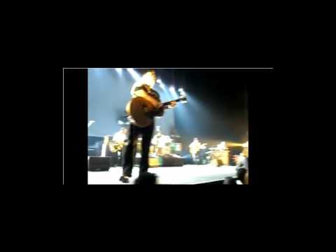 Morrissey Boz Boorer hits a security guard to defend a mexican fan