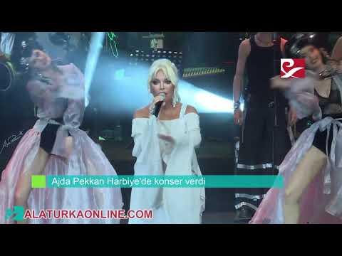 Ajda Pekkan Harbiye'de konser verdi