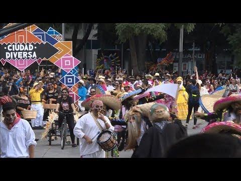 Engalana Desfile de Día de Muertos a la capital azteca