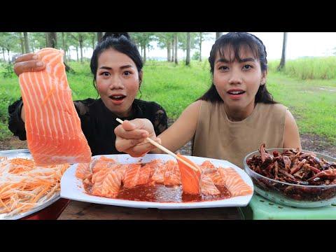Tasty salmon fish with chili sauce recipe - Eating salmon fish