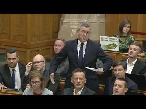A magánrepülőgépezésről kérdezték Orbán Viktort a Parlamentben