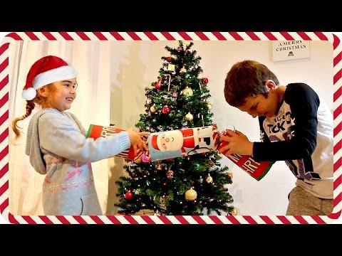GIANT CHRISTMAS CRACKERS!
