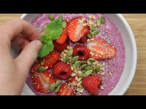 How to make: Very berry smoothie bowls