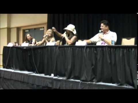 Mary Elizabeth McGlynn, Richard Epcar, Brittney Karbowski, Scott McNeil, Old School vs New School @
