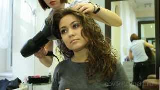 видео Долговременная укладка на средние волосы крупными локонами