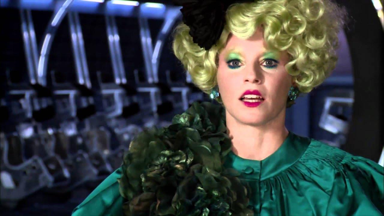 Elizabeth Banks 'The Hunger Games' Interview - YouTube  Elizabeth Banks...