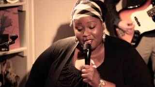 iET featuring Shirma Rouse - Love is the only thing (Kitchen Concerts 1st Edition)