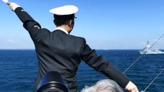海上自衛隊 観艦式2015 18日本番 「とね」と「あすか」の手旗信号交信