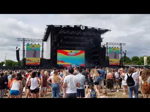 Radio 1 big weekend hull honours Manchester in minute silence