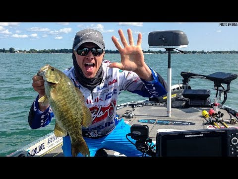 Big Smallmouth Fishing on Offshore Structure