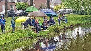 Koningsdag Jeugd Viswedstrijd in de Visvijver bij de Duker Noordwolde fr.
