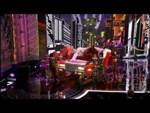 "TLC & Missy Elliott ""Sleigh Ride"" Live [2016]"