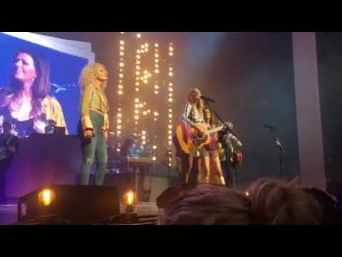 "Miranda Lambert and Little Big Town sing ""White Liar"" on the Bandwagon Tour"