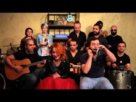 Aylin Aslim - Gülyabani / #akustikhane Toy Sessions