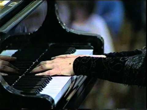 Natalia Trull plays Mozart - Piano concerto n.22 Es-dur - III mov.