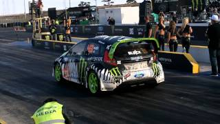 Repeat youtube video Ken Block Drag Race vs Jamie Whincup