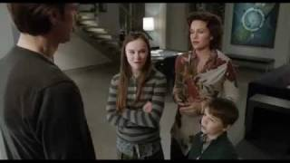 Madeline Carroll - Mr. Popper's Penguins Trailer