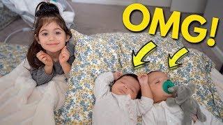 premature-twins-first-milestone-caught-on-camera