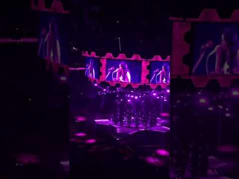 Amanda Jo - Kacey Musgraves Pays Tribute To Selena At Rodeo Houston
