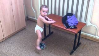 Никита после бассейна. Наводим порядок в раздевалке =)(Это мой сынок Никита, ему 1 год и 4 месяца. Находимся в раздевалке бассейна., 2015-04-04T20:09:17.000Z)