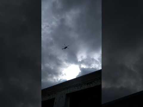 Военные вертолеты летят на Донгуз