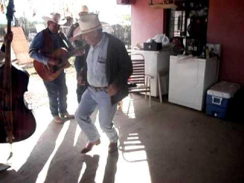 el  viejo  paulino bailando  guapango