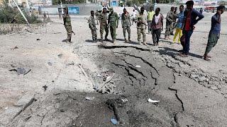 مقتل 13 على الأقل في انفجارين في مقديشو وحركة الشباب تتبنى العملية…