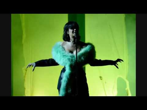 Rihanna- Love On The Brain (Live at the...