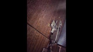 Pięć sposobów na wyrwany zawias w szafce/szafie Five ways to get a torn hinge in a cupboard/closet