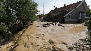 Freak flood footage: Romania ravaged by deadly deluge