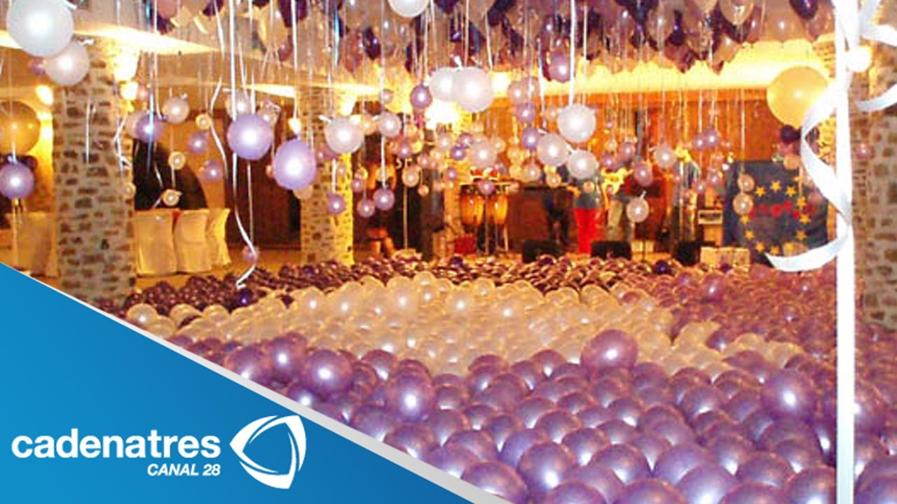 C mo decorar una fiesta con globos decoraci n con for Arreglos de salon con globos